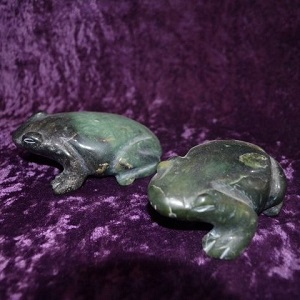 Carvings - by piece Frog